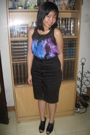 Plains and Prints top - lipstick skirt - shoes