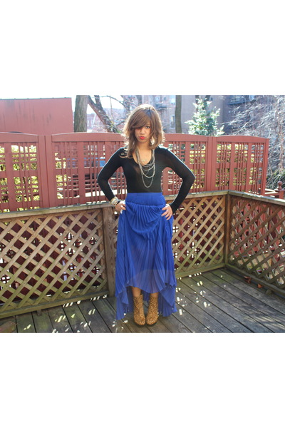 blue Alice & Olivia skirt - Dolce Vita boots - black BCBG sweater