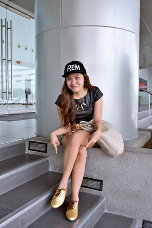 glitter A Girls Haven shoes - Anna Accessories hat - apartment 8 shorts