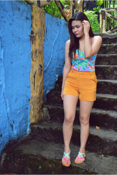 The Ramp shorts - Betty top - A Girls Haven sandals