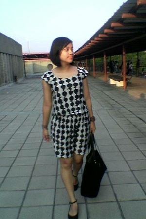 brandless dress - rumahsepatubulan shoes - Louis Vuitton accessories - Guess acc