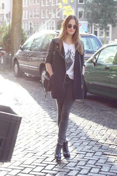 white printed 7moodscom t-shirt - black ankle vagabond boots