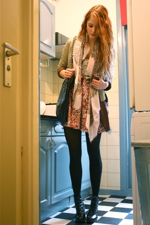 vintage scarf - Zara jacket - vintage purse - made by me dress - H&M tights - We