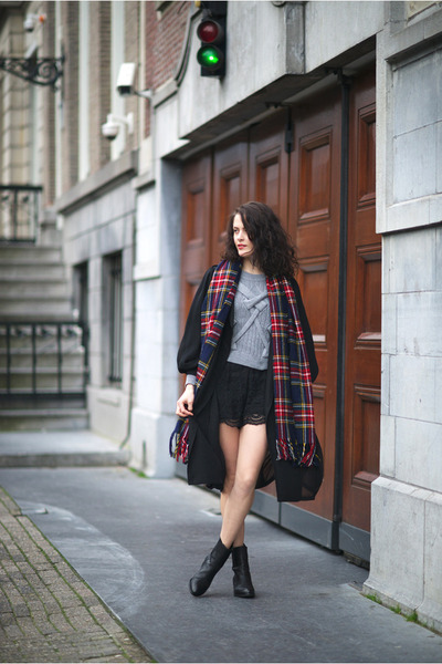 navy plaid Front Row Shop scarf - black anouck Alexander Wang boots