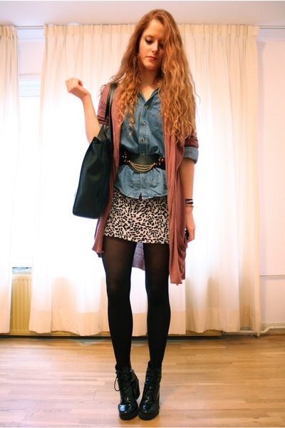 gray leopard Vintage altered skirt - black lace-up Wedins boots
