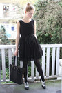 Black-lace-h-m-dress-black-gold-zipper-prada-bag-black-h-m-flats