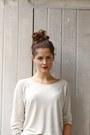 Off-white-weekday-sweater-black-vintage-bag-beige-weekday-shorts