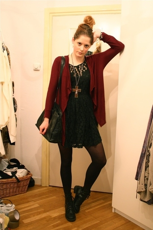 red f21 cardigan - black Love Label dress - black vintage purse - black H&M boot