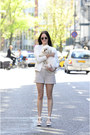 Ivory-mango-jacket-ivory-weekday-shorts-black-round-ray-ban-sunglasses