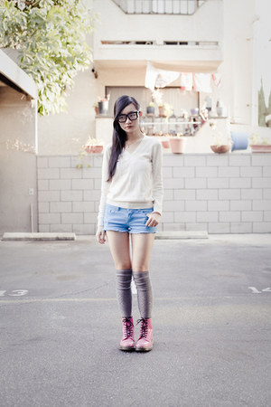 hot pink lamper Dr Martens boots - off white cashmere Uniqlo sweater