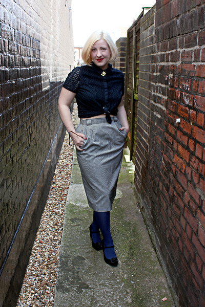 navy tights - black vintage skirt - gold Sarah Haynes necklace