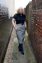 navy tights - black vintage skirt - gold Sarah Haynes necklace