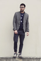 navy star Forever21 sweater - heather gray tsubo shoes - navy cargo Levis jeans