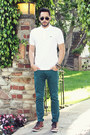 Teal-zara-jeans-white-polo-lacoste-shirt-black-ray-ban-sunglasses