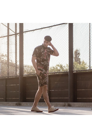 black Jonny IV shirt - beige tsubo shoes - black Jonny IV shorts