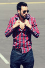 Navy-zara-jeans-ruby-red-plaid-zara-shirt-black-aviator-ray-ban-sunglasses