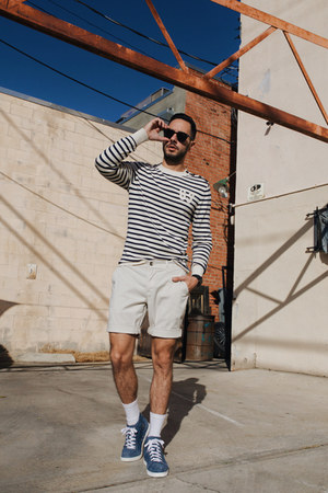 navy G-Star sweater - ivory Hudson shorts - black ray-ban sunglasses
