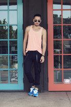 black aviator ray-ban sunglasses - salmon tank Forever21 shirt