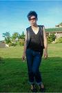 Black-shirt-black-vest