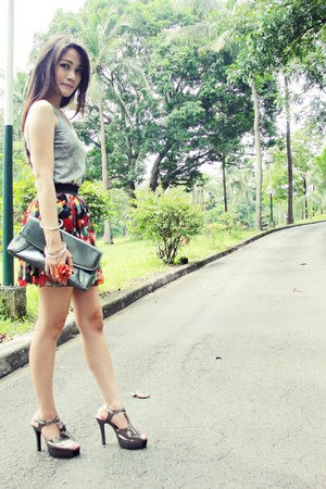 gray XOXO blouse