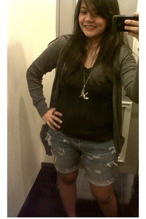 Forever 21 black shirt - bench shorts - gray cardigan