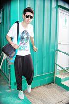 white Levis t-shirt - blue Lacoste - black pants - gray shoes - black Ray Ban sh