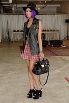 black shoulder bag Filthy Magic bag - black faux leather Filthy Magic vest - mar
