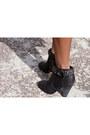 Black-blue-life-dress-black-joes-jeans-boots-hot-pink-navoh-bag