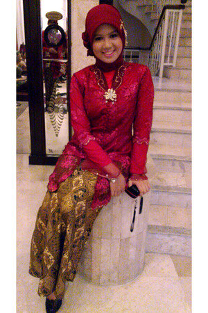 ruby red kebaya top - ruby red scarf - bronze Batik skirt - black Rotelli heels