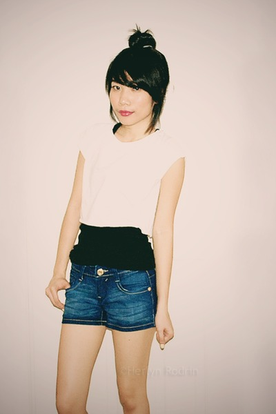black Forever 21 top - white Forever 21 top - navy southpole shorts