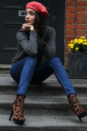 blue Topshop jeans - red Vintage costume hat - brown asos boots - gray Uniqlo ju