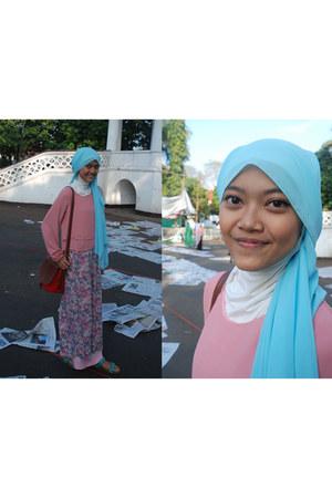 unbranded scarf - floral dress niuniu dress - unbranded bag