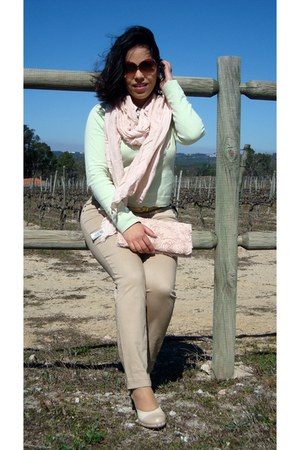 camel Zara jeans - beige Louise shoes - lime green Lefties sweater