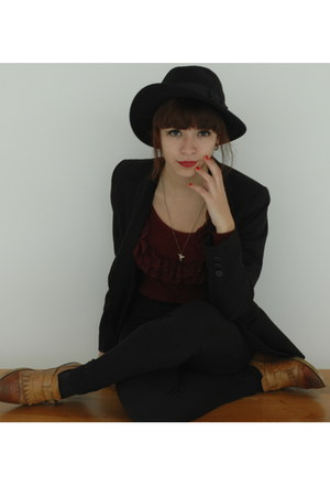 black H&amp;M Trend hat - maroon vintage sweater - black Zara pants