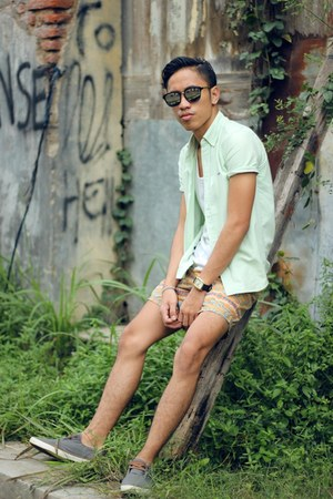 lime green giordano shirt - orange cotton on shorts