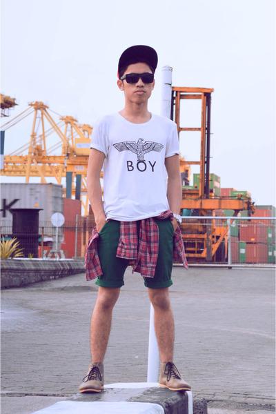 dark khaki Brodo Footwear boots - white Boy London t-shirt
