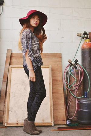 brick red floppy hat sm accessories hat - light brown suede Peacock boots