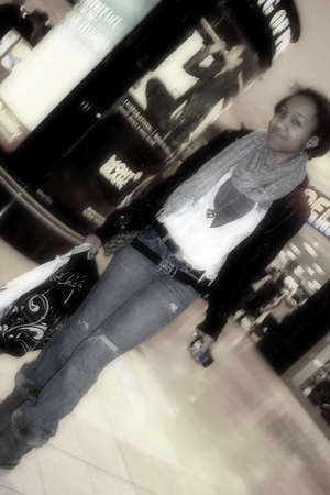 American Eagle scarf - American Eagle jeans - Ugg shoes - delias jacket - Foreve