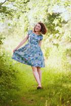 sky blue retro handmade dress - pink gioseppo sandals