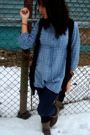 brown boots - blue dress - blue Levis jeans - black vest