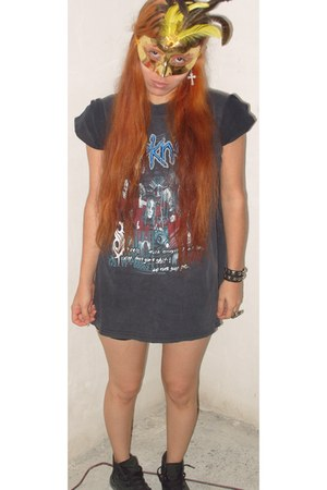 slipknot t-shirt - converse boots - punk bracelet - cruz ring - earrings
