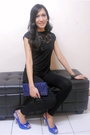 Black-thrifted-top-black-leggings-blue-made-in-korea-shoes-blue-preston-yo