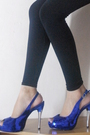 Black-thrifted-top-black-leggings-blue-made-in-korea-shoes-blue-preston-yo