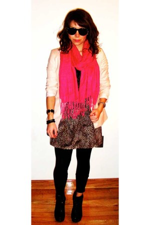 brown skirt - black leggings - light pink blazer - hot pink scarf
