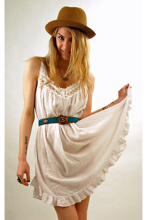 white vintage from RPV dress - camel vintage hat - turquoise blue southwestern v