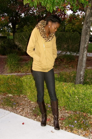 no name brand sweatshirt - etienne aigner boots - Hudson jeans