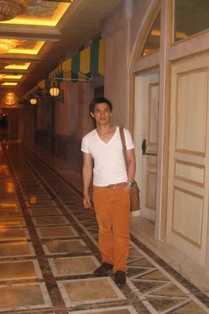 Zara shoes - Guess jeans - cotton Zara shirt - Camel bag - Esprit belt