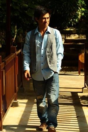 heather gray Zara vest - crimson champer shoes - blue Levis jeans