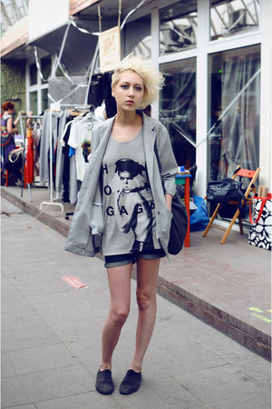 heather gray H&M t-shirt - black H&M shoes - heather gray vintage blazer