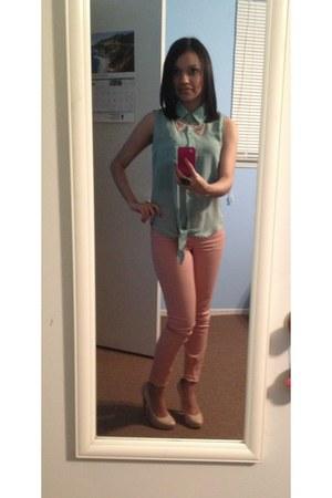 bubble gum necklace - neutral pumps - peach pants - aquamarine top